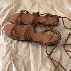New Sandals can lace up with ties